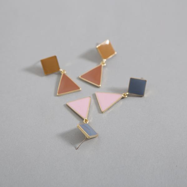 (E-1281)三角形物体耳垂